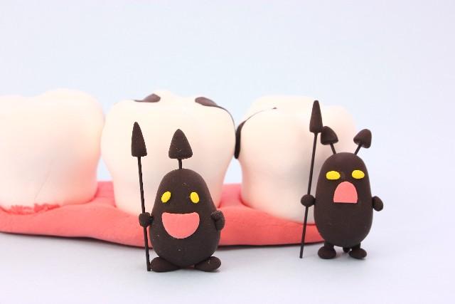歯の破折は、歯周病の悪化や根尖病変の発症に繋がる